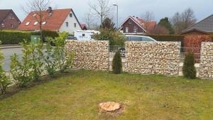 Gabionen im Vorgarten als Grundstückstrenner