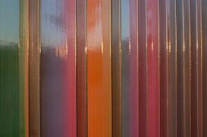 Abstrakter Sichtschutzzaun Kunststoff, mehrfarbig